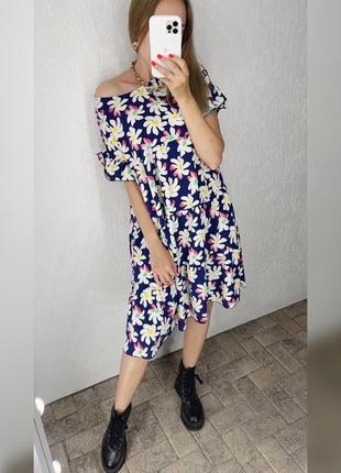 Летнее платье свободного кроя в цветочный узор , темно синее