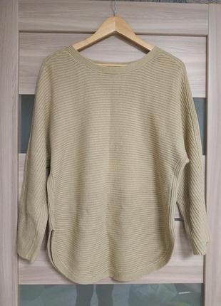 Тёплый базовый свитер песочного цвета