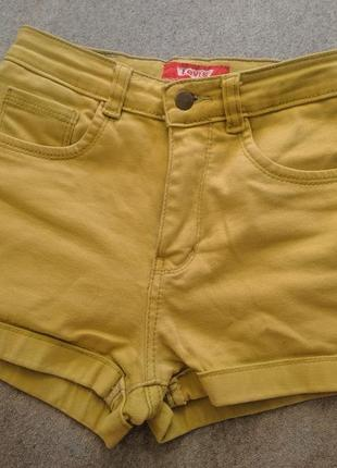 Салатовые джинсовые шорты