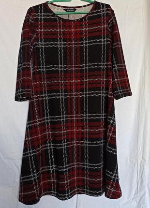 Платье в клетку до колен