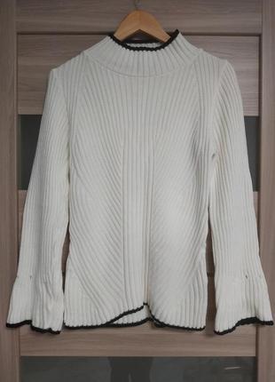 Стильный актуальный гольф свитер в рубчик клешенные рукава