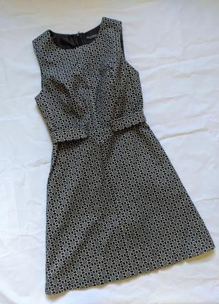 Платье мини короткое футляр черно белое на подкладке