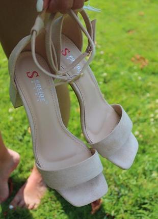 Босоножки на комфортном каблуке