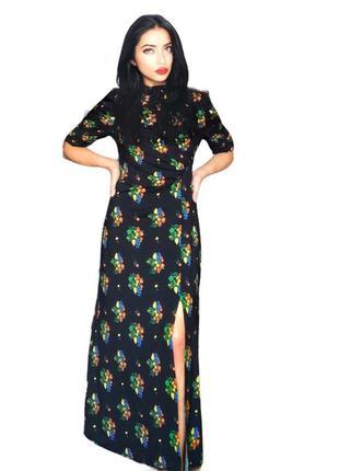 Платье с разрезом, присобраные рукава с завязками