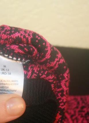 Стильный малиновый укороченный свитер с принтом4 фото