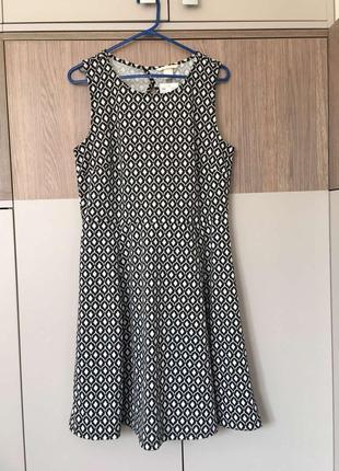 Платье с юбкой колокольчик герметичный принт  от h&m