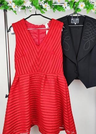 Брендовое красное нарядное мини платье h&m румыния этикетка
