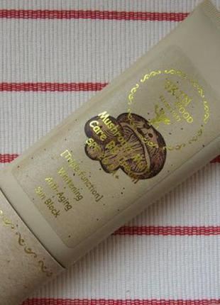 Корейский bb-крем c spf 20  skinfood mushroom multi care bb cream 45 мл