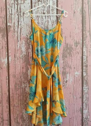 Пляжное платье с цветочным принтом1 фото