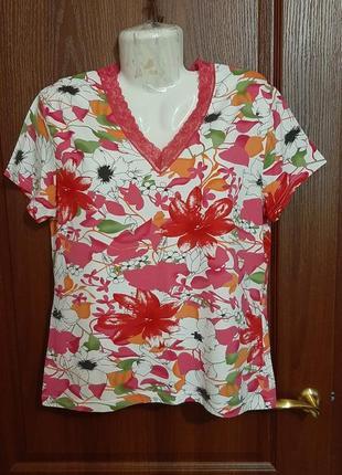Яркая летняя футболочка размера 50-52.