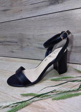 Идеальные босоножки 🌿 на каблуке устойчивом классика сандалии