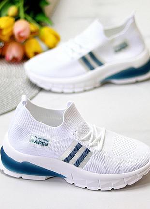 Женские белые текстильные кроссовки с синими вставками