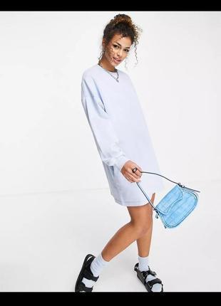 Новое, свободное платье в светло голубом цвете stradivarius