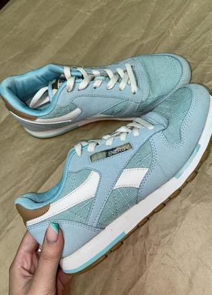 Кроссовки красивого голубого цвета1 фото