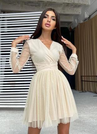Блестящее платье-мини с пышной юбкой и завязками на талии4 фото