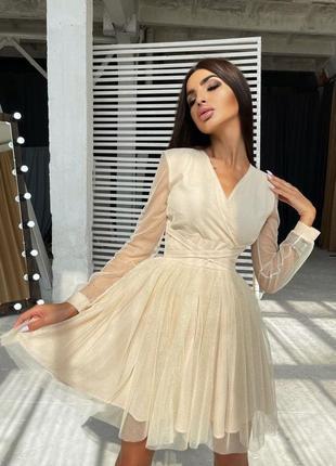 Блестящее платье-мини с пышной юбкой и завязками на талии3 фото