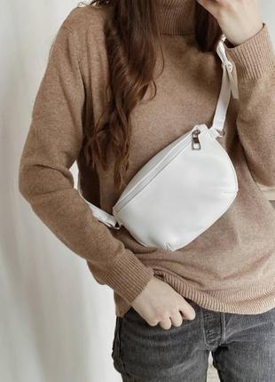 Женская белая сумка на пояс белая бананка белый клатч поясная сумка через плечо