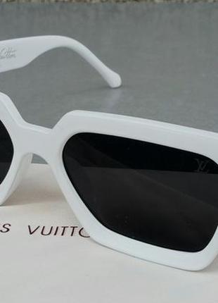 Louis vuitton стильные женские солнцезащитные очки линзы черные в белой оправе
