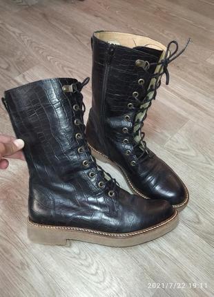 Фирменные,деми ботинки, натуральная кожа в идеале!!!