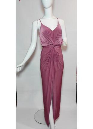Платье boohoo night в нежном розовом цвете. очень элегантное, на тоненьких бретелях и с разрезом спереди