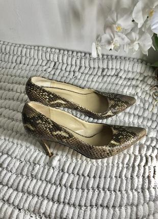 Италия кожаные туфли лодочки на каблуке шкіряні туфлі hobbs 38