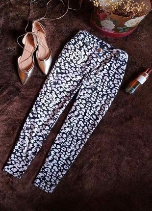 Черно белые зауженные джинсы скинни от h&m