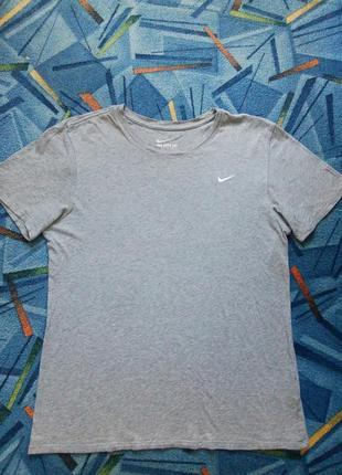 Базовая футболка nike