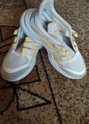Кроссовки белые на большой платформе