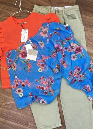 Блуза на одне плече в квіти stradivarius