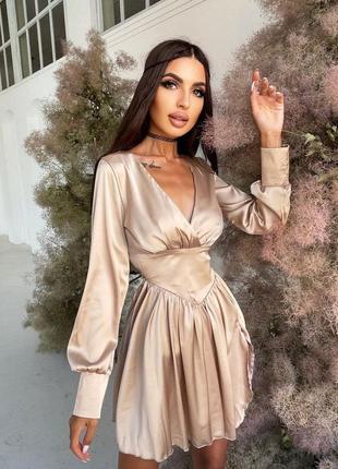 Платье с разрезом бежевое