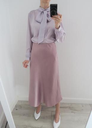 Костюм юбка в бельевом стиле, блуза с бантом