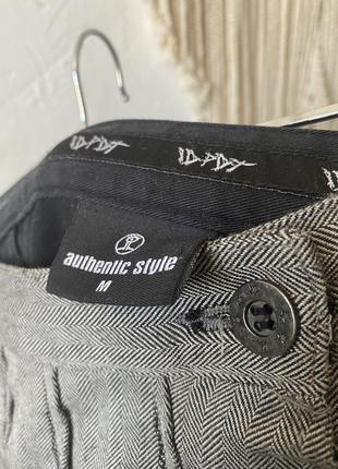 Шикарная мини юбка колокольчик, состоящая из двух материалов: чёрная спинка и твидовый перед с вышивкой спідниця9 фото