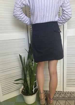 Шикарная мини юбка колокольчик, состоящая из двух материалов: чёрная спинка и твидовый перед с вышивкой спідниця3 фото
