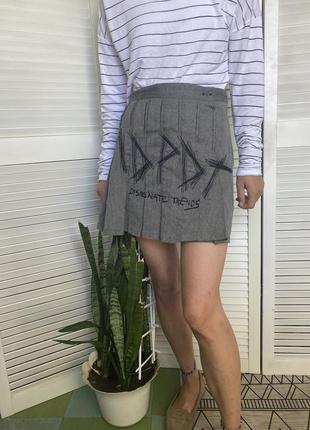 Шикарная мини юбка колокольчик, состоящая из двух материалов: чёрная спинка и твидовый перед с вышивкой спідниця5 фото