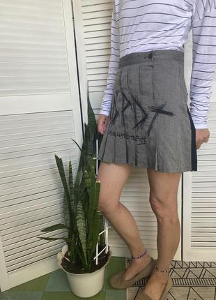 Шикарная мини юбка колокольчик, состоящая из двух материалов: чёрная спинка и твидовый перед с вышивкой спідниця6 фото