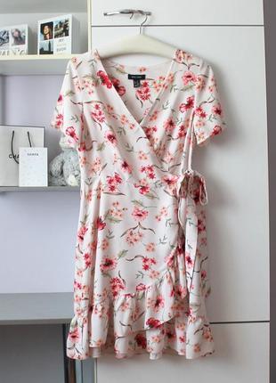 Платье на запах в цветы от new look
