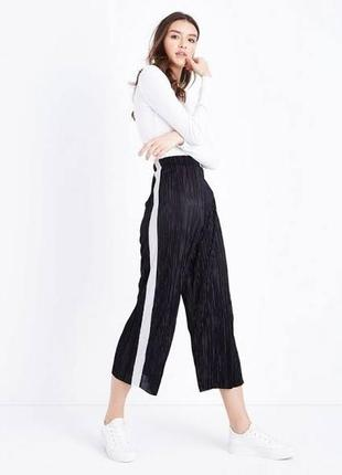 Плиссированные брюки кюлоты с лампасами