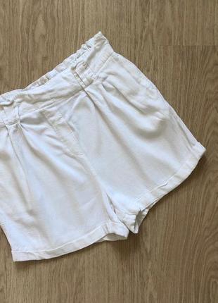 Белые молочные шорты