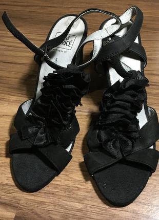 Caprice 38 кожаные чёрные босоножки
