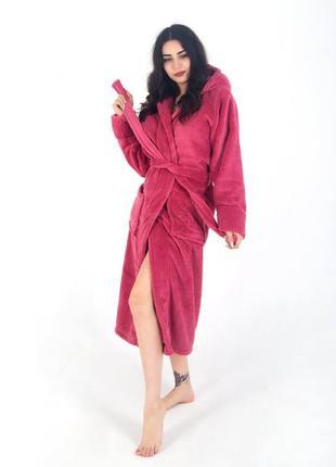 Длинный махровый малиновый халат на запах