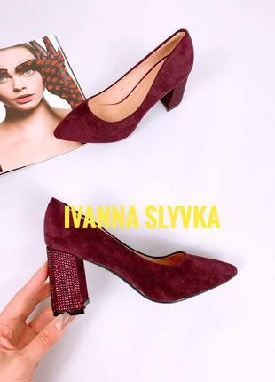 Женские туфли классического кроя, еко - замши бордового цвета, на устойчивом каблуке 8 см акция