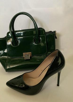 Лаковые туфли на шпильке +сумка