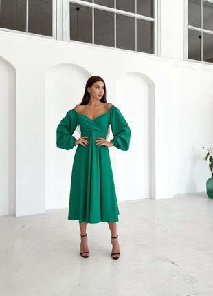 Приталенное платье миди с объемными рукавами