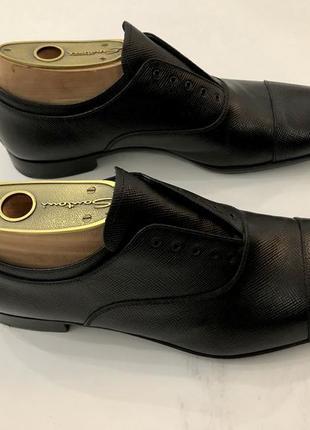 Туфлі prada