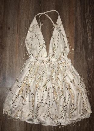 Бежева сукня в паєтках
