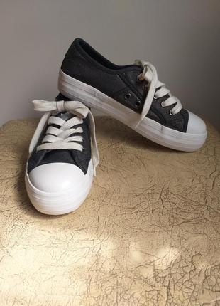 Rocket dog оригинал. кеды на платформе. джинсовые кеды. темно-серый с серебром, белый.4 фото