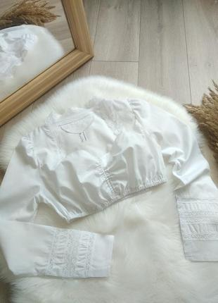 Актуальна біла коротка на довгий рукав з мереживом блуза сорочка топ кроп топ бюстьє ліф дирндль  в баварському стилі вінтаж