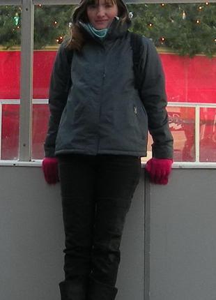 Зимняя спортивная куртка.