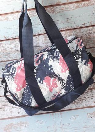 Небольшая спортивная, дорожная сумка, стильная женская сумка