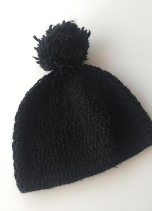 Чёрная шерстяная шапка с бубоном